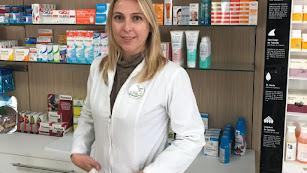 Gema Martínez, en la farmacia de Vélez Blanco.