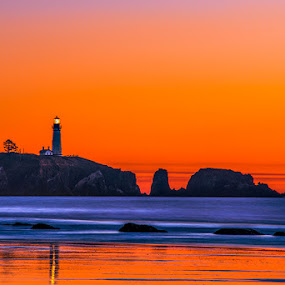 Yaquina Head by Qing Zhu - Landscapes Waterscapes ( shore, yaquina, oregon, yaquina head, silhouette, cliff, pacific ocean, lighthouse, ocean, newport, seascape, coast, tower, sunset )