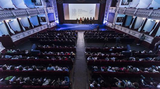 Fical sigue adelante y el Teatro Cervantes paraliza su programación cultural
