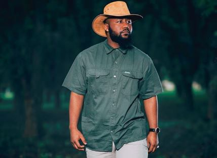 "Cassper left Twitter in stitches with his ""land owner"" attire."