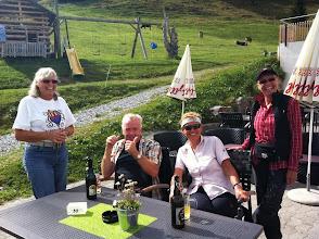 Photo: Vier fröhliche Menschen!