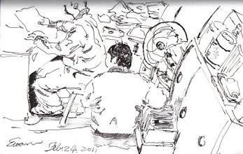 Photo: 顧飲水機2012.02.24鋼筆 監獄工場裡的飲水機規定是給職員用的,犯人連碰都不能碰,犯人的飲水則必須由炊場送來,但冬天往往在分裝後溫度就不足以泡麵吃,為了怕犯人來偷用,有些工場甚至派了個雜役專門來顧飲水機。