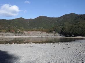海跡湖から局ヶ頂を仰ぐ