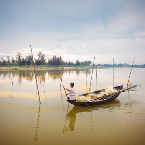 Quảng Nam ProvinceHo Ain_20150330_06.43.22 by . Reedd2 - Landscapes Waterscapes ( water, fishermen, boats, dawn river, vietnam, thu bon river, hội an, fishing, nets )