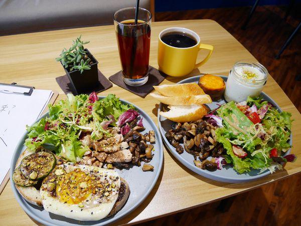 早捌x柳川,柳川水岸步道旁的清新早午餐,除了早午餐以外還有午間定食。讓你晚起還是能吃到美食!