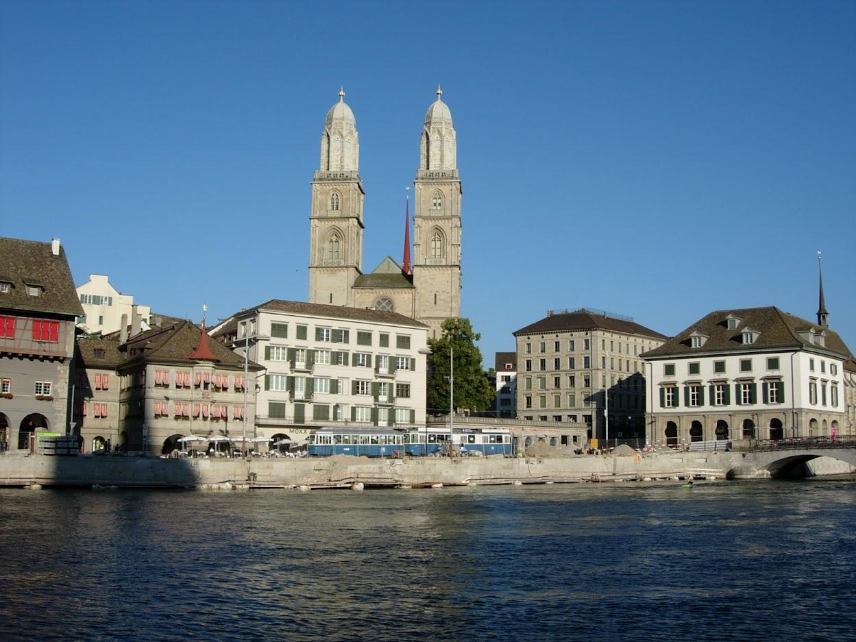 Zürich avec la Cathédrale Grossmünster