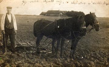 """Photo: Niels Verner Pedersen vest for ejendommen """"Tøstelhøjgaard"""" Sødalvej 7. Niels Verner overtog ejendommen efter sin stedfar i 1919. Det første kort hjem fra landbrugsskolen"""