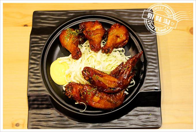 攝飲動漫主題餐廳香吉士烤雞翅