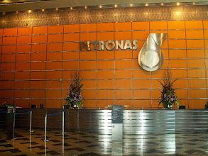 Photo: Kuala Lumpur - Petronas Towers, w środku / Inside