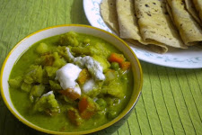 Mixed Vegetable Curry in Green Gravy