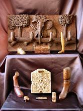 Photo: Al igual que algún otro objeto, el cofrecillo que hay en el centro, justo debajo de la percha, fue comprado ya hecho y tallado con posterioridad. Percha: 42 x 78 cm.|| Talla en madera. Woodcarving.   Puedes conocer más de este artista en el blog: http://tallaenmadera-woodcarving-esculturas.blogspot.com/