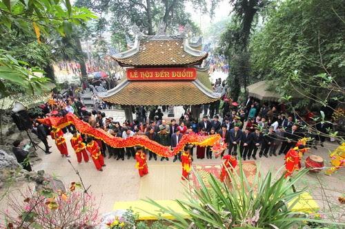 Đền Đuổm nô nức lễ hội
