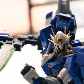 Gundam by Darren Faith - Artistic Objects Toys