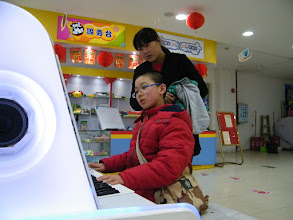 Photo: woz trying e-piano toy on mall when his uncle's family invited us to go shopping.