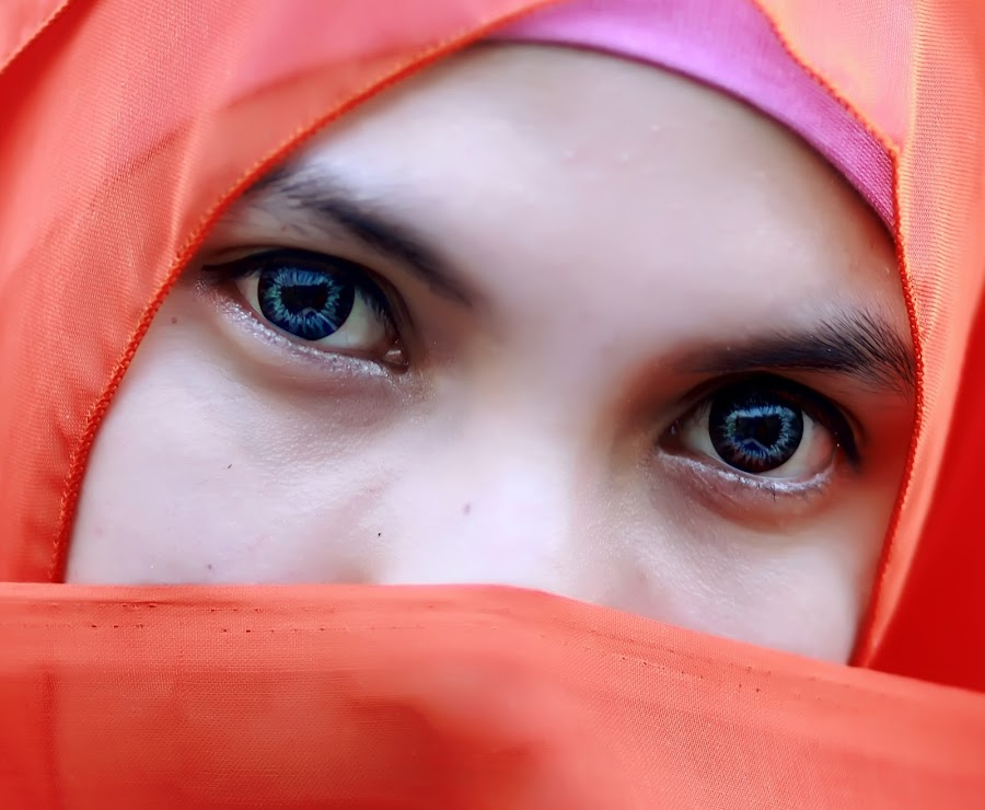 deep blue eyes by Syaifuddin Triyana - People Portraits of Women