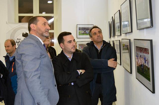 Los concejales atentos a la exposición.