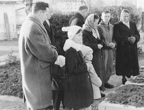 Photo: Am Grab der (Ur[Ur{Ur}])-Großmutter