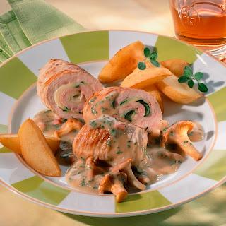 Puten-Zucchini-Rouladen mit Pfifferlingen