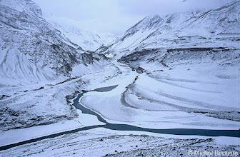 Photo: la rivière Zanskar, en face, se jette dans l'Indus