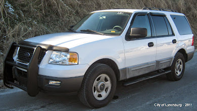 Photo: Lot 9 - (2811-1/3) - 2005 Ford Expedition - 108,221 miles
