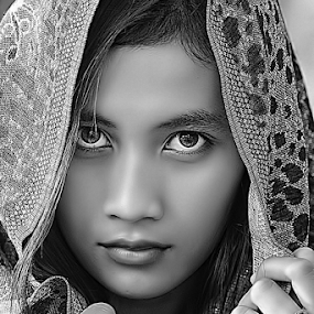 by B Photography - Black & White Portraits & People