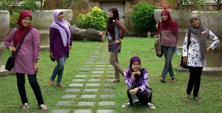 Photo: Javanese girls posing at the water palace in yogyakarta