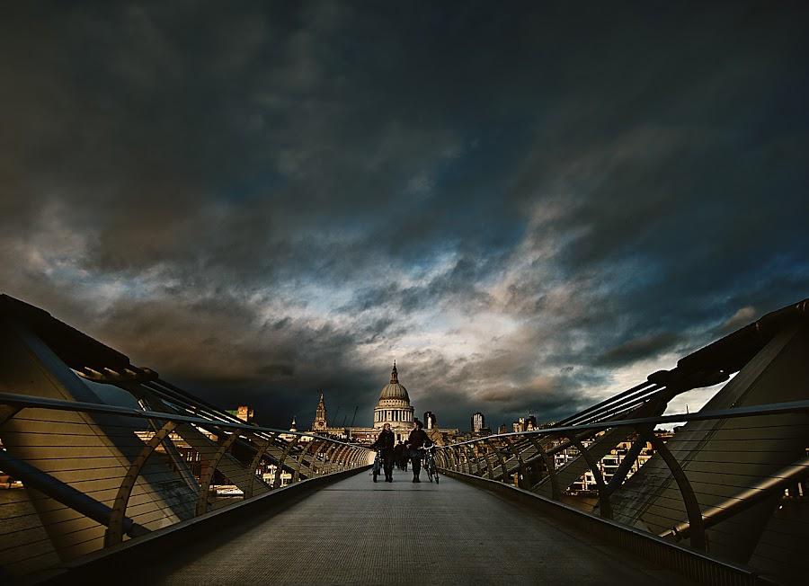 St Pauls London  by Bread And shutter - City,  Street & Park  Vistas