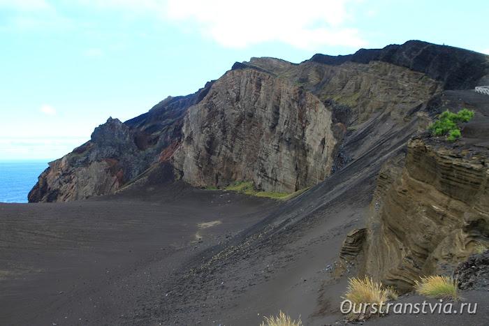 Достопримечательности Фаяла - кальдера вулкана Капелиньюш