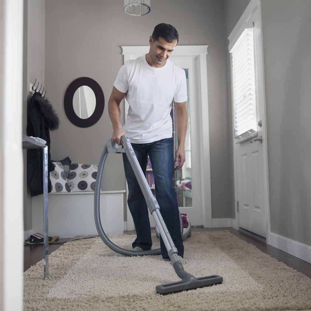 house-chores-hire-help_light_vacuum_carpet