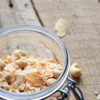 5-Ingredient Vanilla-Scented Toasted Coconut-Cashew Mix {Paleo}.