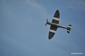 """Photo: et que dire de celui-là, sa majesté """"Spitfire"""" avec sa musique et sa silhouette  ........"""