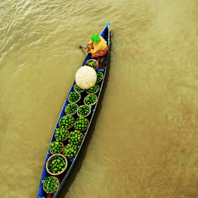 .: full loaded :. by Faizal Fahmi - Transportation Boats ( river city, floating market, indonesia, boat, banjarmasin )