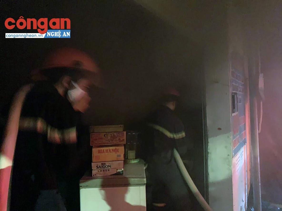 Ki ốt nhỏ, hàng tạp hóa nhiều nên lượng khói rất lớn và nguy hiểm