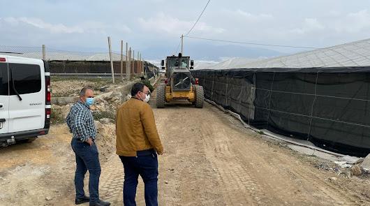 Más de 325.000 euros para pavimentar tres importantes caminos rurales