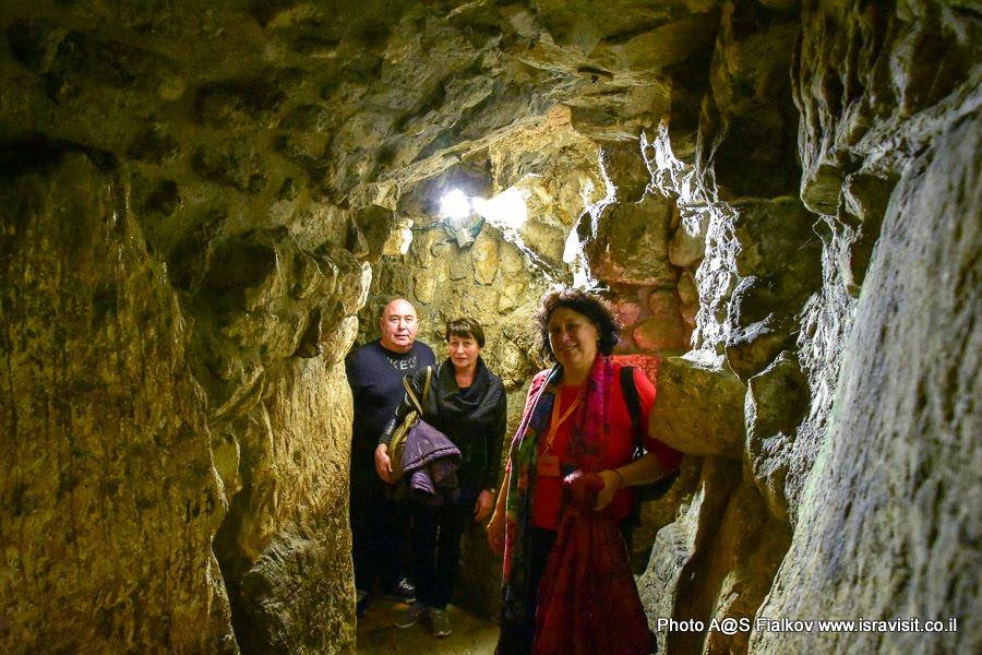 На экскурсии в туннеле Стены плача с гидом в Иерусалиме Светланой Фиалковой.