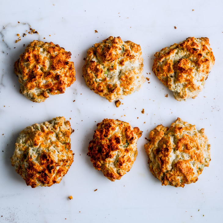 Sour Cream and Scallion Drop Biscuits Recept | Yummly