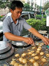 Photo: kanom krok vendor, Thonglor market, Bangkok