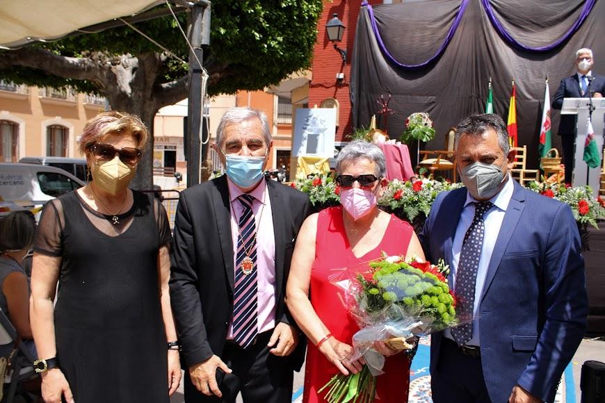 El homenajeado y su esposa junto a La magistrada Lourdes Molina y el diputado nacional Indalecio Gutiérrez.