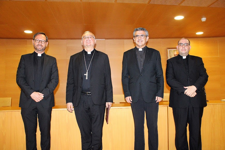 El vicario general, el obispo coadjutor, el vicario episcopal de pastoral y el canciller secretario general.