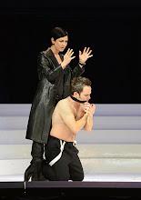 Photo: Wiener Kammeroper: SEMIRAMIDE von Leonardo Vinci/ G.F. Händel. Inszenierung: Francesco Micheli. Premiere: 23.9.2013. Cigdem Soyarslan,  Andrew Owens. Foto: Barbara Zeininger