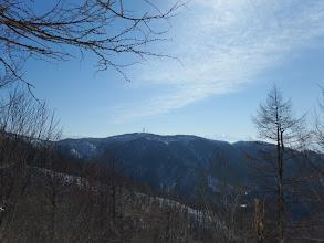 電波塔と左に乗鞍岳、右に木曽御嶽山