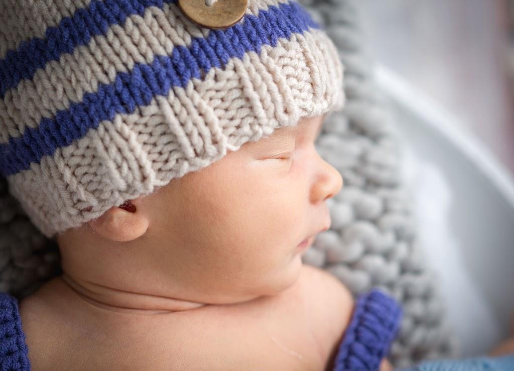Ein neugeborenes Baby bei einem Fotoshooting in Heidelberg.