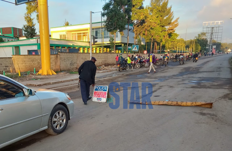 Police roadblock outside Pumwani Maternity Hospital in Nairobi. Photo Fredrick Omondi.