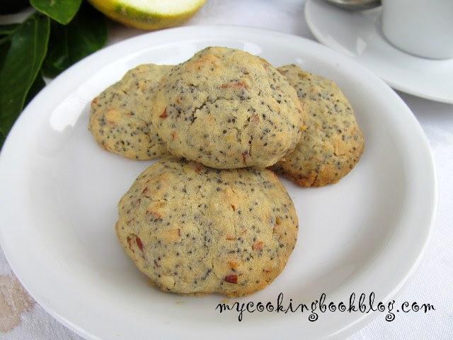 Бисквити с лимон, маково семе и бадеми