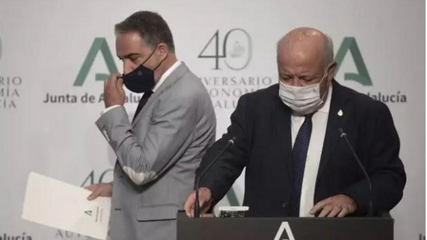 El consejero de Salud, Jesús Aguirre  y el consejero de Presidencia de la Junta de Andalucía, Elías Bendodo.