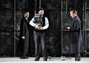 Photo: Theater an der Wien: La mère coupable Oper in drei Akten von Darius Milhaud . Premiere am 8.5.2015. Markus Butter, Aris Agiris, Stephane Loges. Copyright: Barbara Zeininger