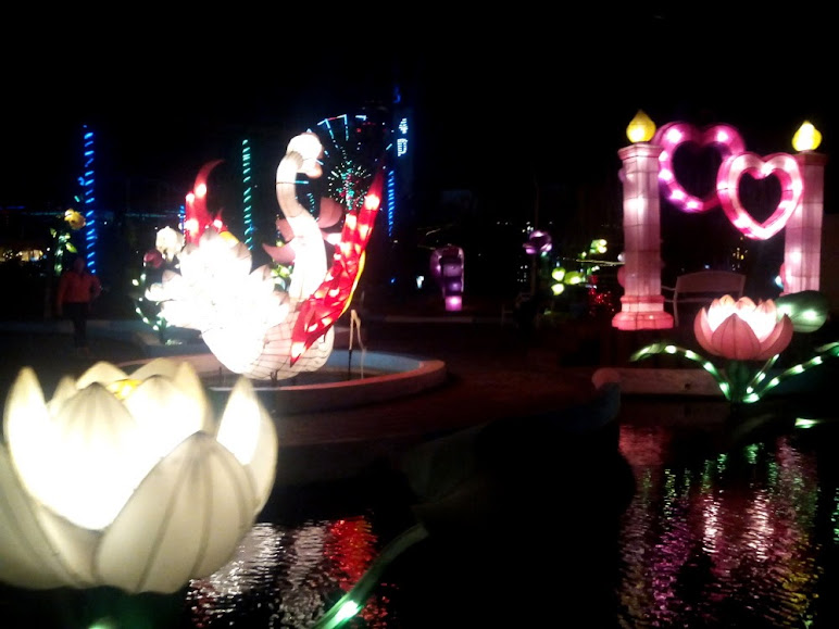 Lampion Jungle brings you a romantic ambiance (this picture was taken during Sepoer Sirkus tour)