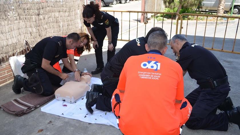 El 061 entrena a la Policía Nacional en reanimación cardiopulmonar
