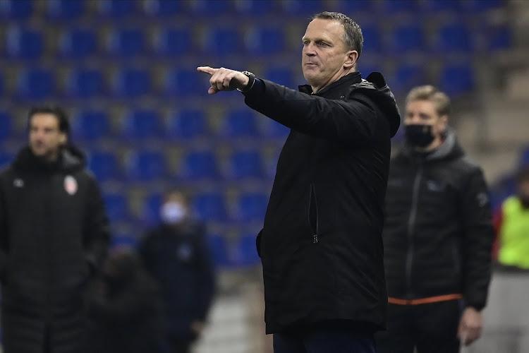 'Van den Brom blijft ook na crisisberaad aan als trainer van KRC Genk'