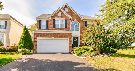 Beautiful, 5 bd/3.5 bath home nestled among the Virginia Oaks Golf Course! Quality, custom features throughout that you'll LOVE! Find out more on piersonrealestate.com